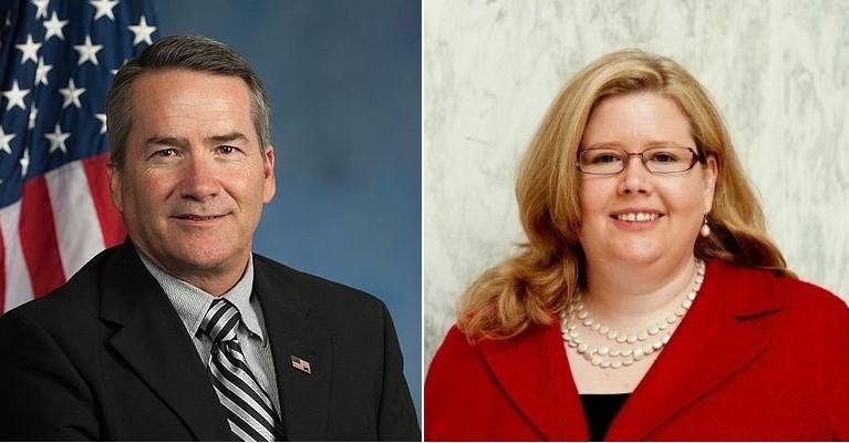Jody Hice -Thành viên cấp cao của Tiểu ban Điều hành Chính phủ (trái) và Emily Murphy - Quản trị viên của Cơ quan Dịch vụ Công Hoa Kỳ