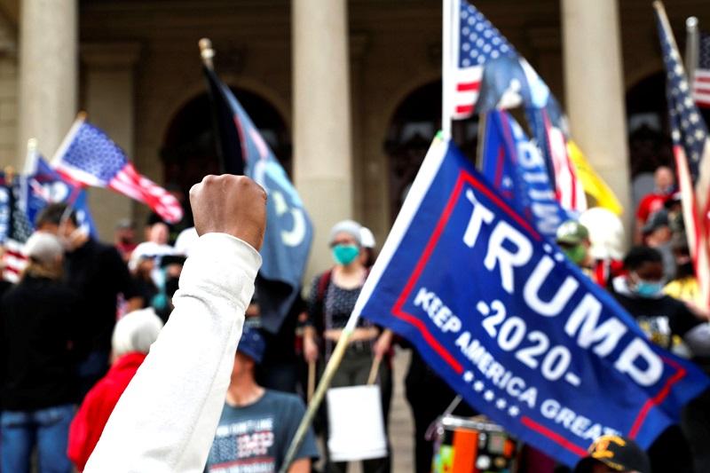 Chỉ cần TT Trump lên tiếng, số người vì ông sẵn sàng hy sinh bảo vệ nước Mỹ sẽ là một con số đi vào sử sách - Mike Adams