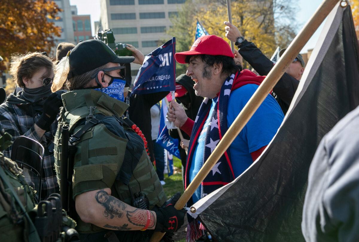 Bầu cử Mỹ 2020: Hàng trăm người biểu tình ở Michigan phản đối gian lận kiểm phiếu (ảnh 2)