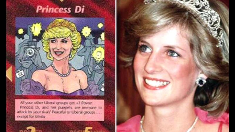 """Một tấm thẻ bài có tên """"Công nương Diana"""", trên đó vẽ ảnh chân dung Công nương Diana. Dòng chữ trên thẻ ghi: """"Cô ấy miễn nhiễm với mọi cuộc tấn công, ngoại trừ truyền thông!"""""""