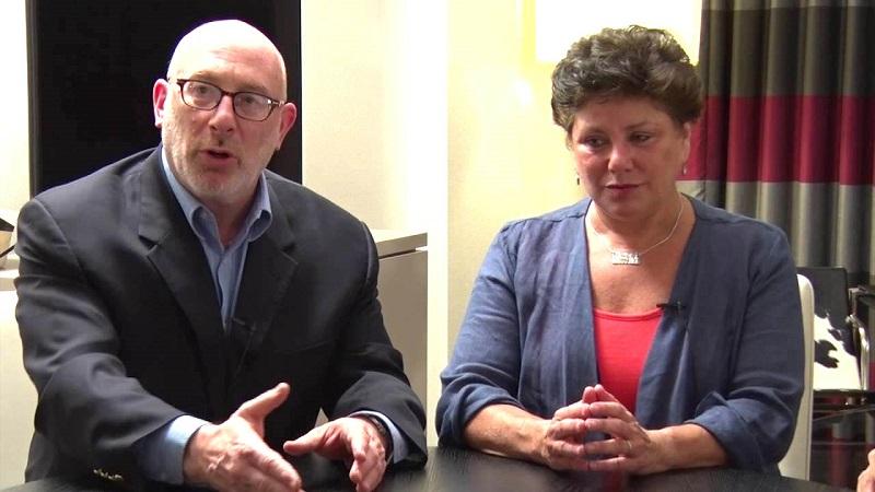 Luật sư Jerome M. Marcus (trái) và đồng nghiệp Lori Lowenthal Marcus (phải). (Ảnh qua YT)