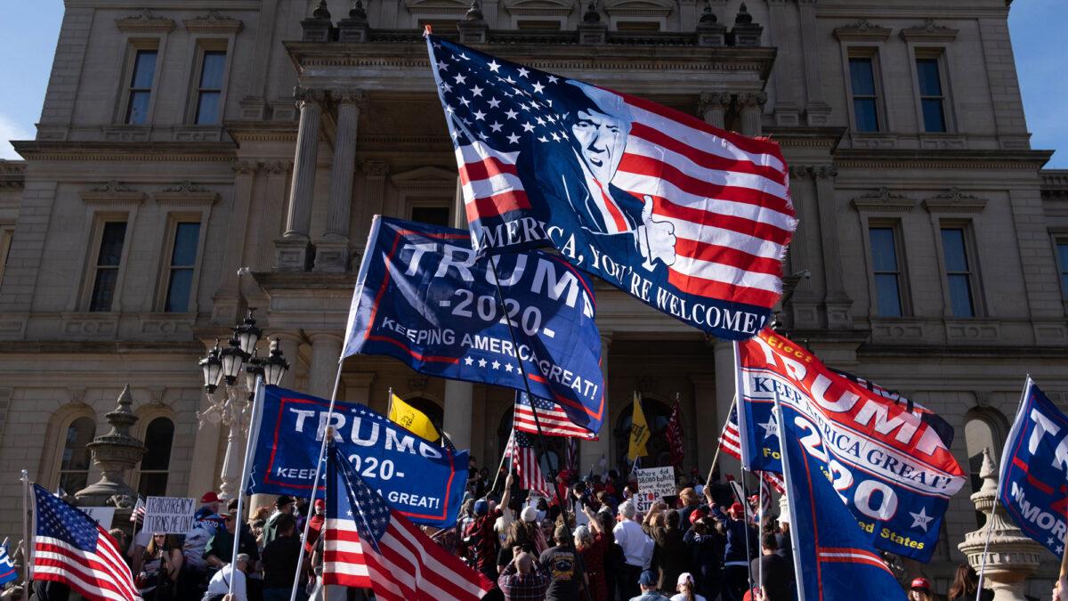 Bầu cử Mỹ 2020: Hàng trăm người biểu tình ở Michigan phản đối gian lận kiểm phiếu (ảnh 1)