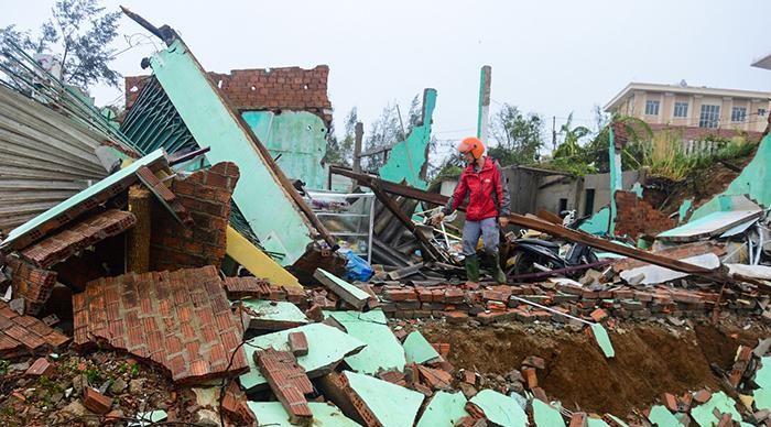 Hỗ trợ tối đa 40 triệu đồng cho hộ có nhà sập, trôi do bão lũ trong tháng 10 - Ảnh 1