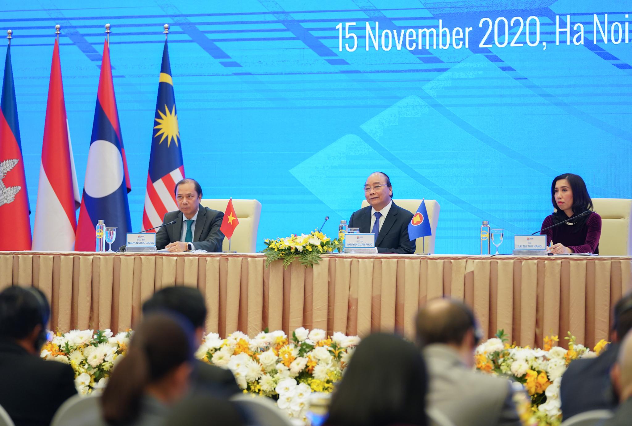 Thủ tướng Việt Nam trả lời câu hỏi về bầu cử Tổng thống Mỹ