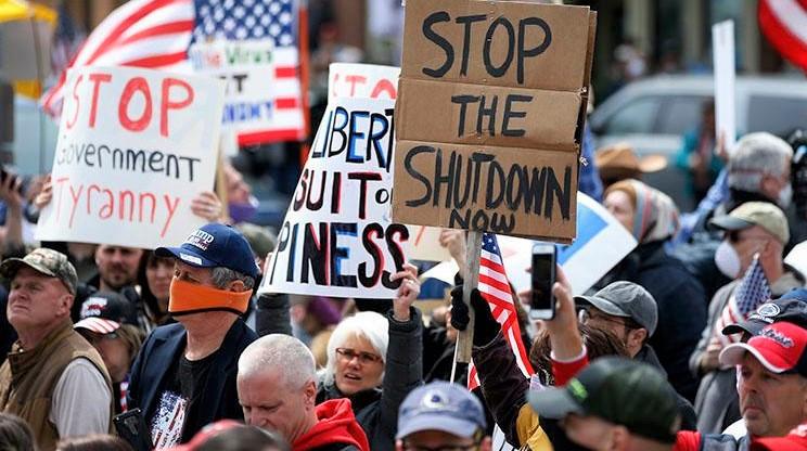 Những người biểu tình tập trung ở thành phố Harrisburg, Pennsylvania, vào ngày 20/4/2020, yêu cầu Thống đốc Tom Wolf mở cửa lại nền kinh tế