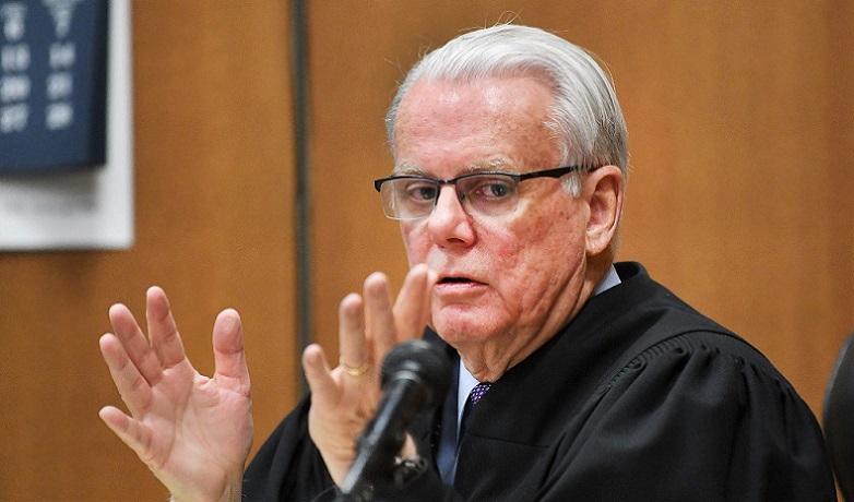 Timothy Kenny - Thẩm phán quận Wayne, Michigan.