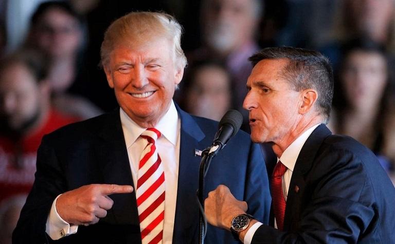 Tổng thống Donald Trump và Cựu cố vấn an ninh quốc gia Michael Flynn phát biểu trong một cuộc mít tinh tại Sân bay Khu vực Grand Junction ở Grand Junction Colorado vào ngày 18/10/2016