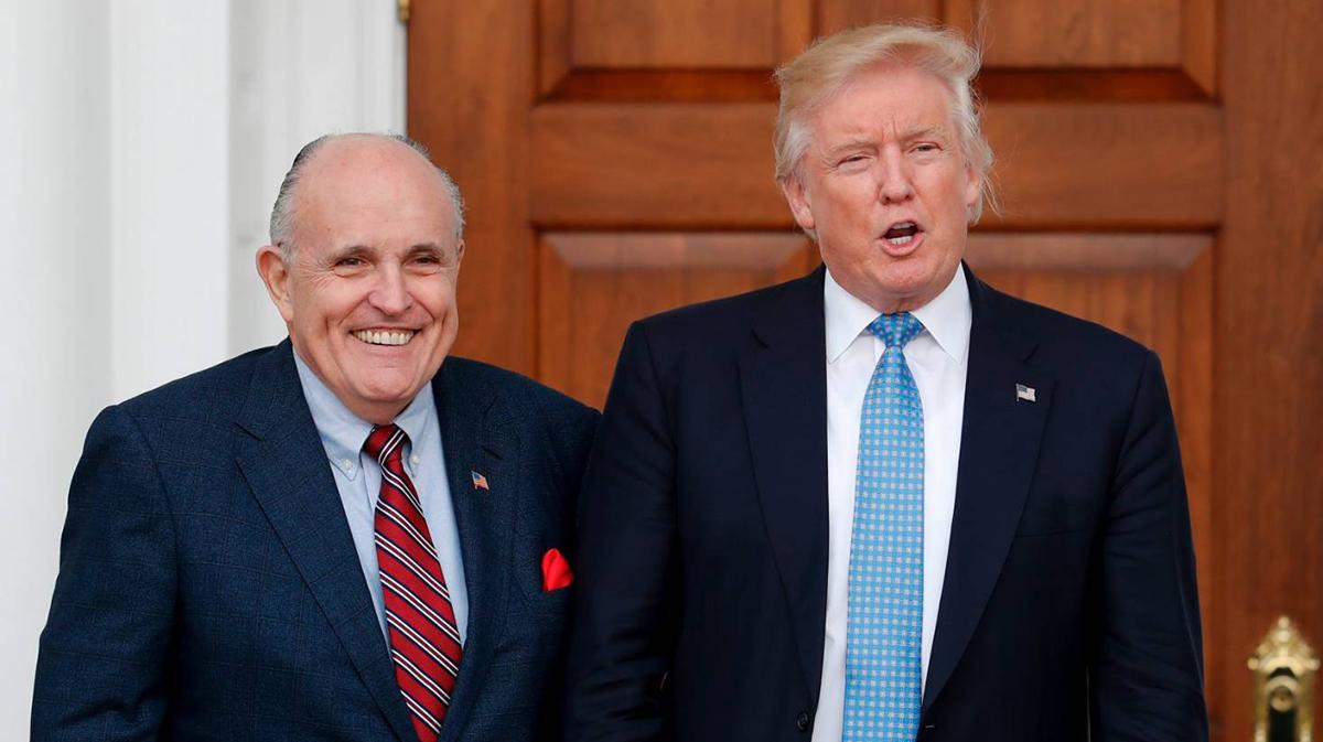 Ưu tiên hàng đầu của TT Trump nếu tái đắc cử: Sa thải giám đốc FBI và khởi kiện Biden
