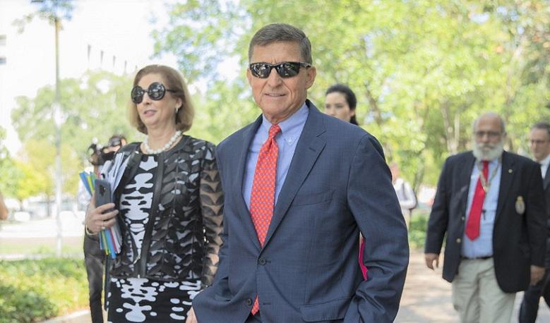 Michael Flynn, cựu cố vấn an ninh quốc gia của Tổng thống Trump, rời tòa án liên bang cùng luật sư Sidney Powell vào tháng 9/2019