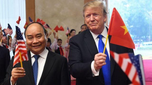Thủ tướng Nguyễn Xuân Phúc và Tổng thống Mỹ Donald Trump gặp nhau ở Hà Nội ngày 27/2/2019