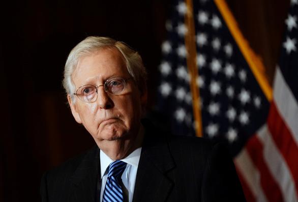 """Đầm lầy """"sâu không thấy đáy"""": Mitch McConnell chúc mừng Joe Biden, Lindsey Graham phản đối tha bổng Edward Snowden"""