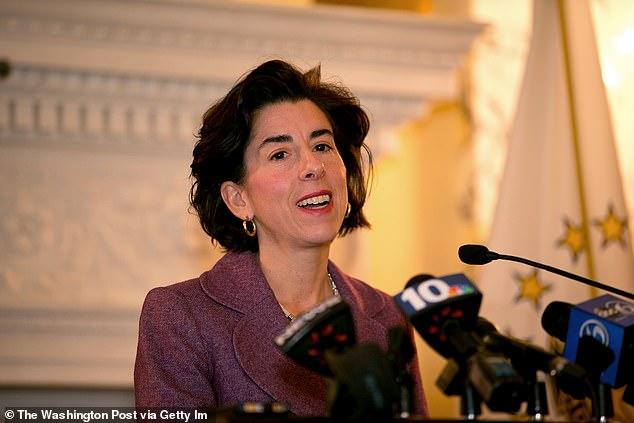 Thống đốc Dân chủ của đảo Rhode bị chỉ trích vì đi bar trong khi khuyên người dân ở nhà