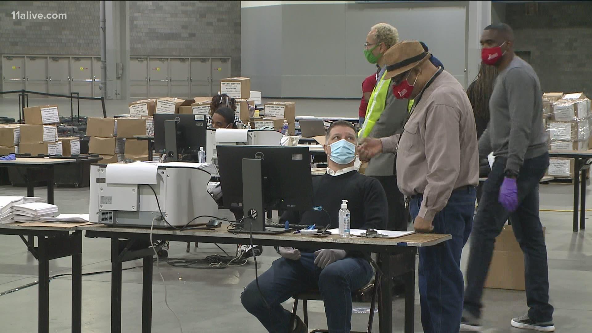 """Hàng trăm nghìn phiếu bầu thất lạc ở PA, máy chủ Dominion ở GA cũng """"mất tích"""""""