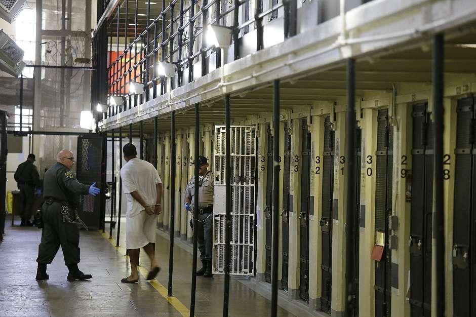 California: Hàng ngàn tội phạm ấu dâm có thể được thả sớm