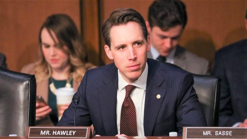 Thành viên Ủy ban Tư pháp Thượng viện, Thượng nghị sĩ Josh Hawley, tham dự phiên điều trần xác nhận của ứng cử viên Bộ trưởng Tư pháp William Barr tại Điện Capitol ở Washington vào ngày 15/1/2019