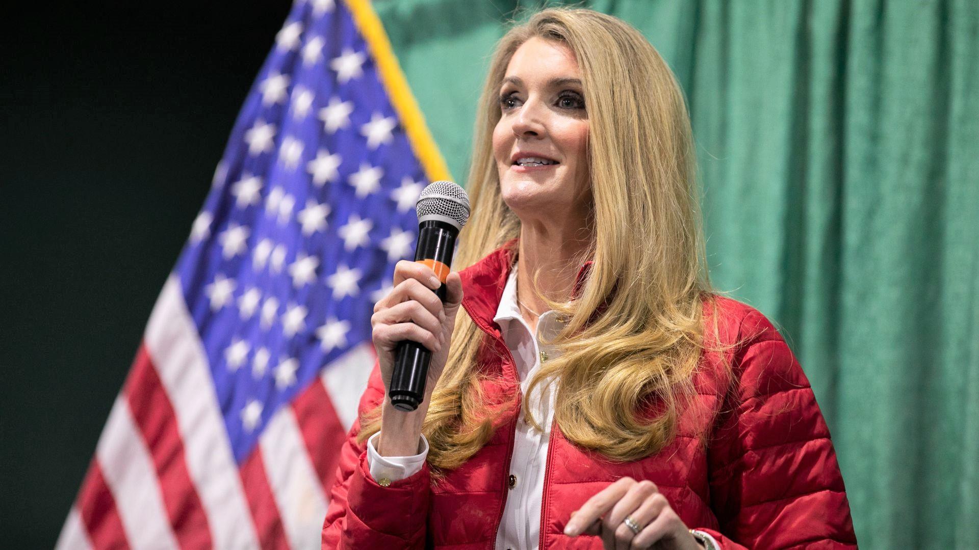 Thượng nghị sĩ Kelly Loeffler phát biểu trong một buổi mít tinh tại Trung tâm Nông nghiệp và Hội chợ Quốc gia Georgia ở Perry, bang Georgia vào ngày 19/11/2020