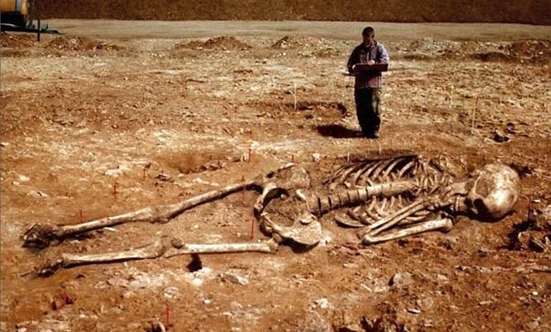 xương người khổng lồ