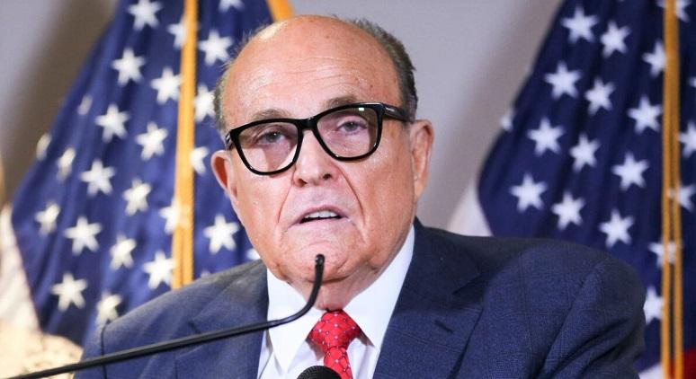 Luật sư Rudy Giuliani nói chuyện với truyền thông trong cuộc họp báo tại trụ sở Ủy ban Quốc gia Đảng Cộng hòa ở Washington vào ngày 19/11/2020