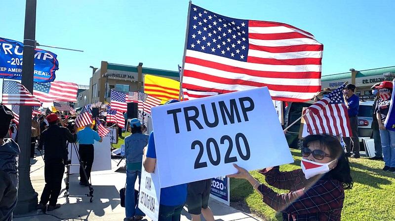 Những người ủng hộ TT Trump nói: Hoa Kỳ đã thức tỉnh, và thế giới cũng đã thức tỉnh. Người dân Hoa Kỳ không cần những phương tiện truyền thông chính thống này nữa