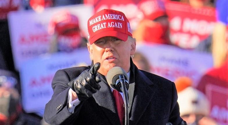 ổng thống Donald Trump phát biểu trong một cuộc vận động tranh cử tại Sân bay Quốc tế Wilkes-Barre Scranton ở Avoca, Pennsylvania ngày 2/11/2020