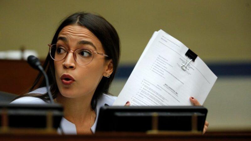 Nghị sĩ Đảng Dân chủ AOC: Bà Pelosi và ông Schumer nên từ chức