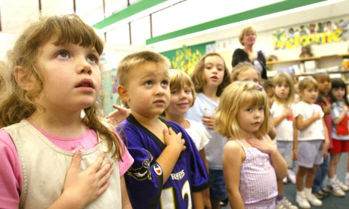 Trẻ em Hoa Kỳ được giáo dục từ nhỏ, tuyên thệ với bản thân rằng tuyệt đối trung thành với Chúa