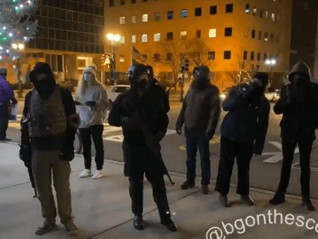 Người biểu tình vũ trang tại Michigan: Chúng tôi ủng hộ Marx, không phải Joe Biden