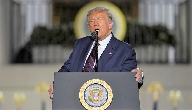 Tổng thống Donald Trump có bài phát biểu chấp nhận sự đề cử của Đảng Cộng hòa tại Bãi cỏ phía Nam của Nhà Trắng.