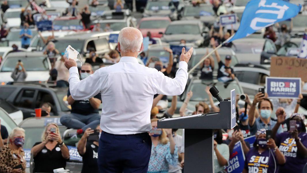 Biden: Bầu chọn Ossoff và Warnock cho Georgia và bạn sẽ có $2.000 USD