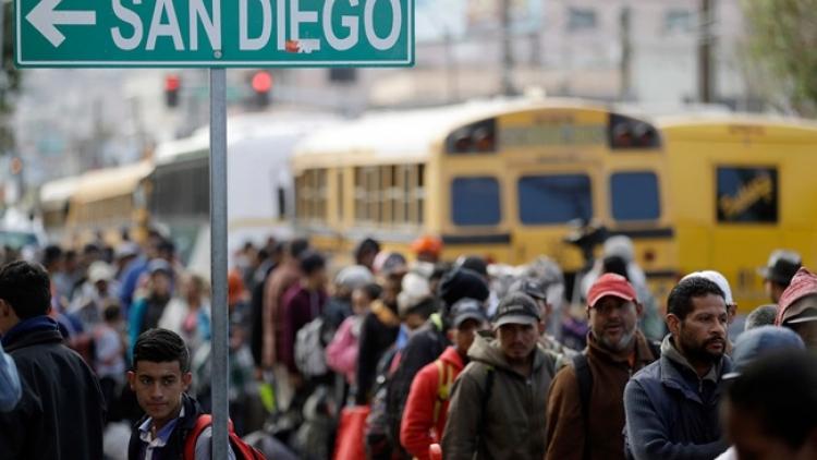 Chính quyền Biden đóng băng việc trục xuất người nhập cư bất hợp pháp, Texas đệ đơn kiện