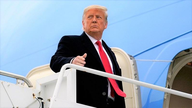 Tổng thống Donald Trump lên Không lực Một trước khi rời Harlingen, Texas vào ngày 12/1/2021