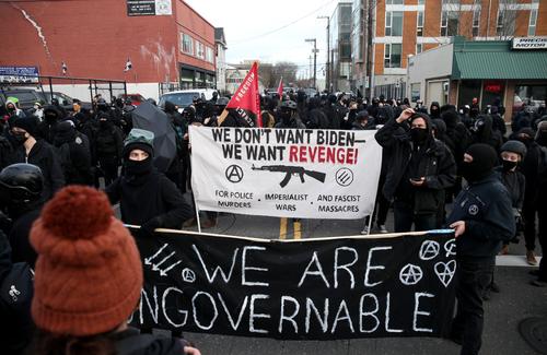 Portland chìm trong bạo loạn: Antifa phản đối cảnh sát, pháp trị và cả… Tổng thống Biden