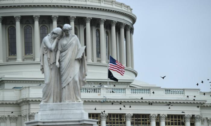 Báo cáo: Một sĩ quan cảnh sát DC khác tự sát sau vụ bạo loạn ở Capitol
