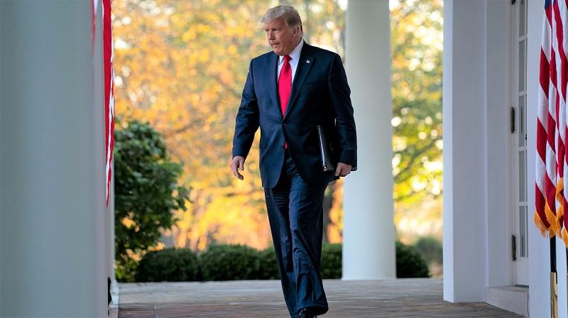 Tổng thống Donald Trump đến phát biểu tại Vườn Hồng của Nhà Trắng, ở Washington vào ngày 13/11/2020
