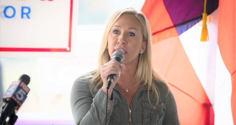 Ứng cử viên Đảng Cộng hòa Georgia, Marjorie Taylor Greene tán thành Thượng nghị sĩ Kelly Loeffler trong cuộc họp báo tại Dallas, Georgia vào ngày 15/10/2020