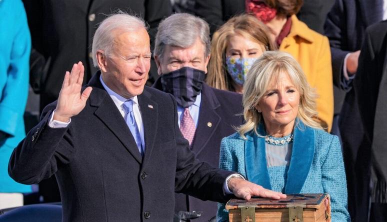 Joe Biden tuyên thệ nhậm chức Tổng thống Hoa Kỳ trong lễ nhậm chức của ông tại Mặt trận phía Tây của Điện Capitol Hoa Kỳ vào ngày 20/1/2021 tại Washington, DC