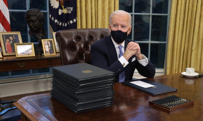 Chính quyền Joe Biden áp dụng hệ tư tưởng Marxist vào sáng kiến bình đẳng chủng tộc lên toàn Chính phủ