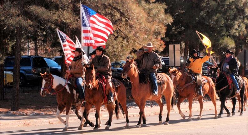 Những người biểu tình ủng hộ Tổng thống Donald Trump đã tập trung đông đảo tại Statehouse ở Santa Fe, New Mexico, vào  ngày 6/1/2021
