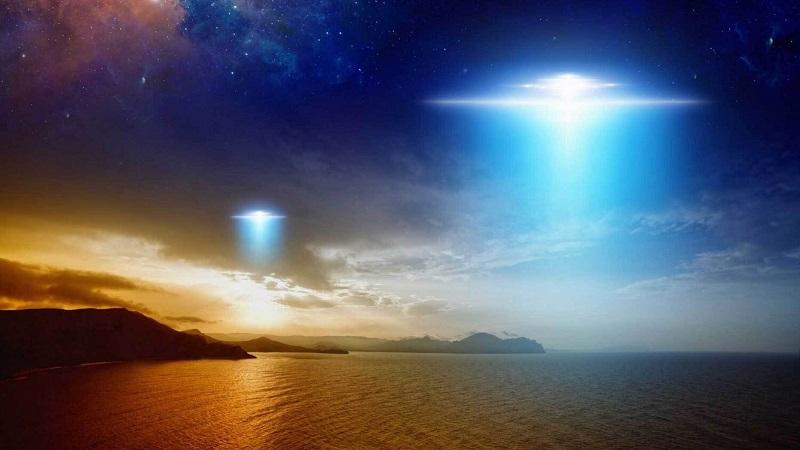 UFO xuất hiện trên bầu trời đêm Hawaii