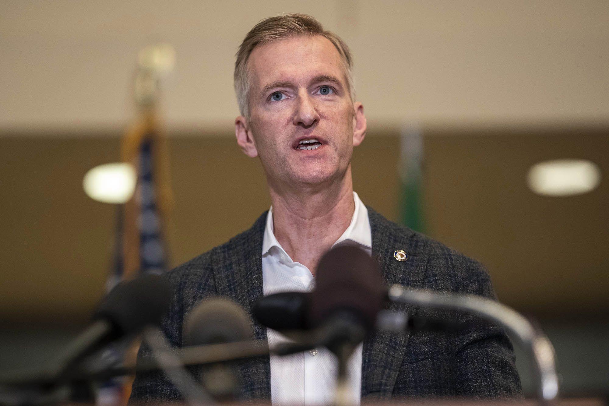 Thị trưởng Portland bất lực với Antifa, cầu viện liên bang và tiểu bang