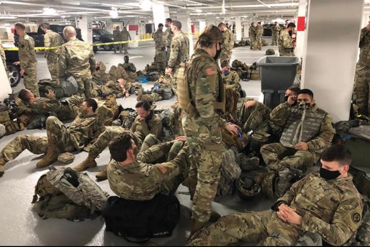 Hàng nghìn binh sĩ Vệ binh buộc phải rời khỏi Tòa Quốc Hội: 'Chúng tôi cảm thấy bị phản bội vô cùng'
