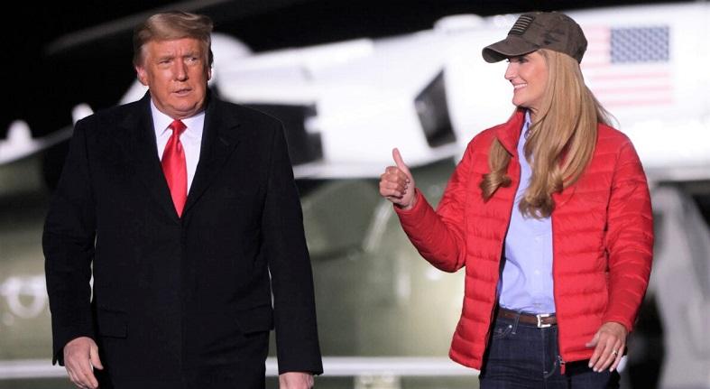 Tổng thống Donald Trump cùng Thượng nghị sĩ Kelly Loeffler tại một cuộc vận động tranh cử tại Sân bay Khu vực Dalton ngày 4/1/2021 ở Dalton, Georgia