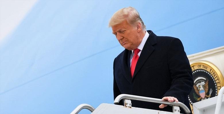 Tổng thống Donald Trump rời chuyên cơ Merine One khi đến Harlingen, Texas, vào ngày 12/1/2021
