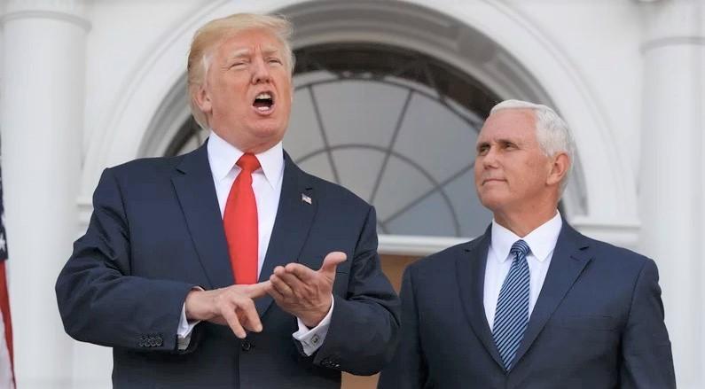 Tổng thống Donald Trump và Phó Tổng thống Mike Pence nói chuyện với báo giới vào ngày 10/8/2017