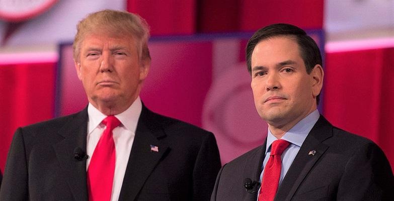 Các ứng cử viên tổng thống của Đảng Cộng hòa Donald Trump (trái) và Marco Rubio trong Cuộc tranh luận Tổng thống của Đảng Cộng hòa  ở Greenville, Nam Carolina, ngày 13/2/2016