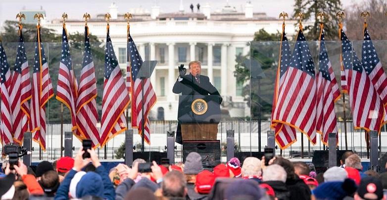 Tổng thống Donald Trump phát biểu trong một cuộc biểu tình phản đối chứng nhận của đại cử tri đoàn về việc Joe Biden làm Tổng thống tại Washington vào ngày 6/1/2021