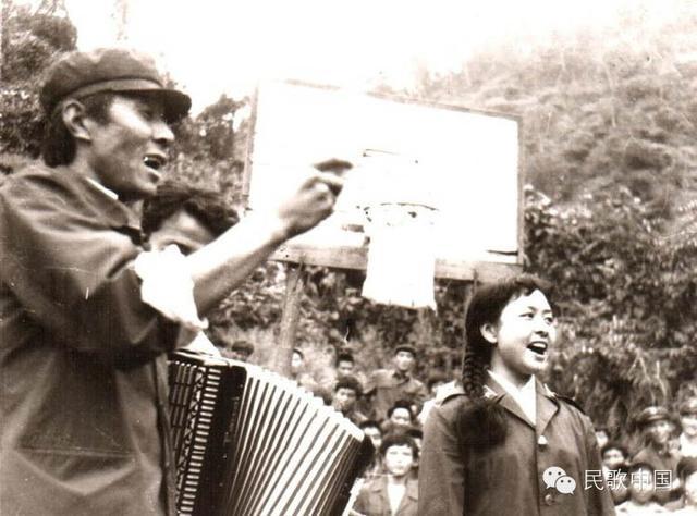 Vợ Tập Cận Bình đã từng hát cổ vũ lính Trung Quốc trong chiến tranh biên giới - Ảnh 2