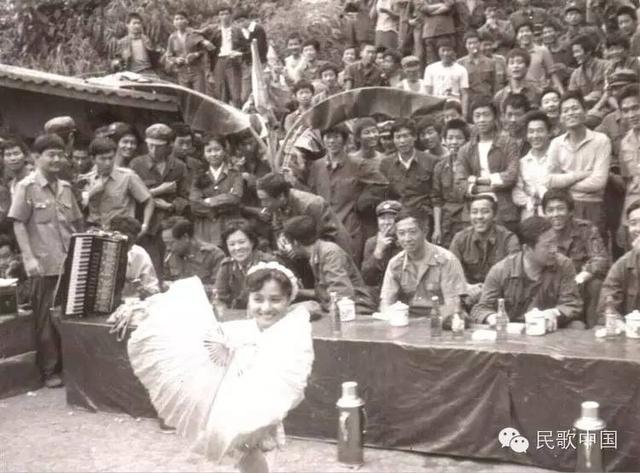 Vợ Tập Cận Bình đã từng hát cổ vũ lính Trung Quốc trong chiến tranh biên giới - Ảnh 5