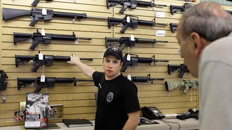 Dân Mỹ mua súng