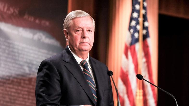 Thượng nghị sĩ Lindsey Graham nói chuyện với truyền thông tại Điện Capitol ở Washington vào ngày 7/1/2021